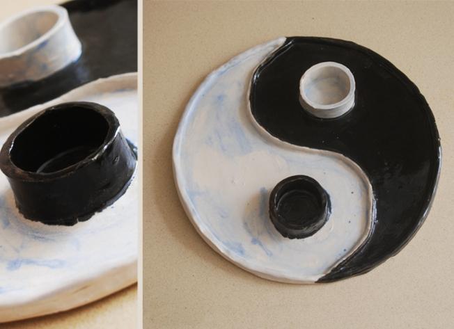 """מגש סושי מקרמיקה, בצורת ין-יאנג, עם שני שקעים לרטבים מחיר: 150 ש""""ח"""