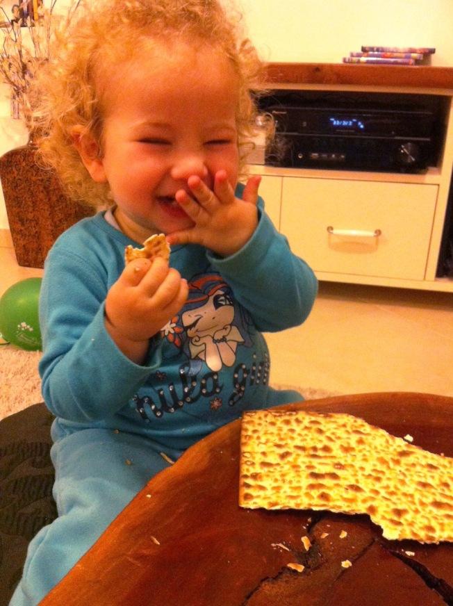 היא אוהבת מצות!
